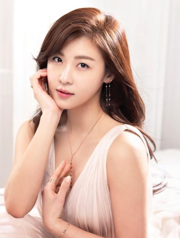 Ha Ji Won chia sẻ cách giữ gìn làn da đôi mươi dù đã U40 - Ảnh 3