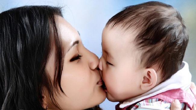 4 hành động có thể gây hại cho trẻ sơ sinh vô cùng mà người lớn vẫn hay mắc phải - Ảnh 3