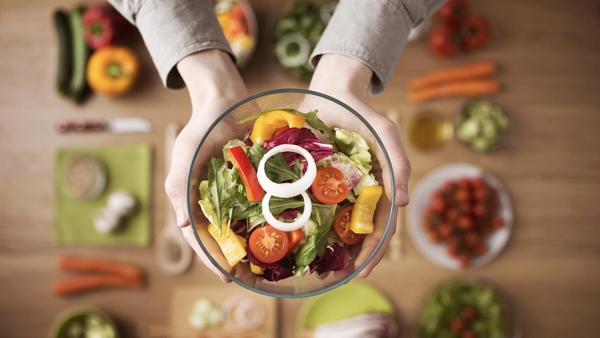 Ăn chay một ngày mỗi tuần tác động bất ngờ đến sức khỏe và cân nặng - Ảnh 1