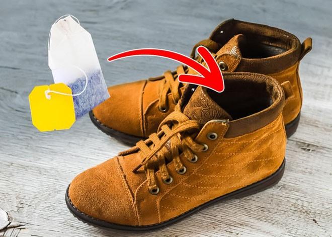 Cần gì ra tiệm, chỉ với 15 mẹo vặt này, giày của bạn sẽ luôn thơm tho và sáng bóng như mới - Ảnh 8