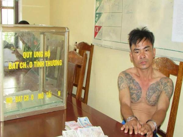 Đóng giả người nhà bệnh nhân, đối tượng xăm trổ vào bệnh viện ăn trộm tiền ở thùng quỹ từ thiện - Ảnh 1