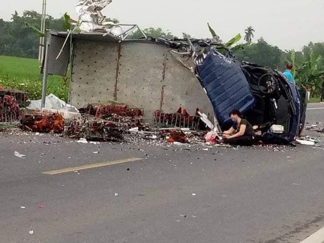 Mẹ gào khóc bên thi thể con trai sau tai nạn giao thông khiến nhiều người xót xa - Ảnh 1