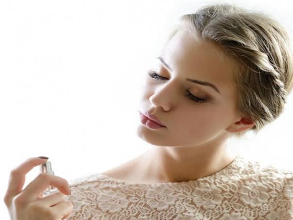 Những lưu ý khi xịt nước hoa mà bạn gái nào cũng nên nhớ để trở nên quyến rũ hơn - Ảnh 1