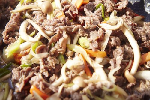 Cách làm thịt bò xào nấm kích thích vị giác cả nhà chỉ trong '1 nốt nhạc' - Ảnh 1