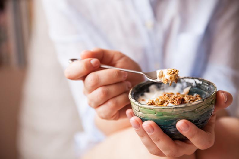 9 thói quen buổi sáng tưởng vô hại nhưng lại khiến cơ thể tăng cân 'không phanh' - Ảnh 1