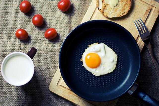 9 thói quen buổi sáng tưởng vô hại nhưng lại khiến cơ thể tăng cân 'không phanh' - Ảnh 3