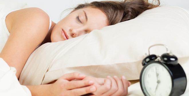 9 thói quen buổi sáng tưởng vô hại nhưng lại khiến cơ thể tăng cân 'không phanh' - Ảnh 2