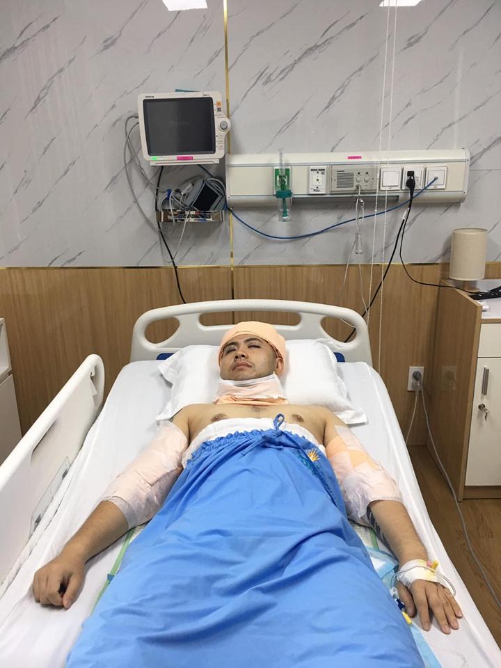 Sau khi bị chê mập ú, lộ ảnh Akira Phan băng bó từ đầu đến chân, nghi phẫu thuật thẩm mỹ - Ảnh 3