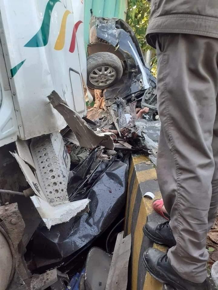 Tây Ninh: Container đâm ô tô nát bét, 3 nạn nhân bẹp dúm tử vong tại chỗ - Ảnh 3