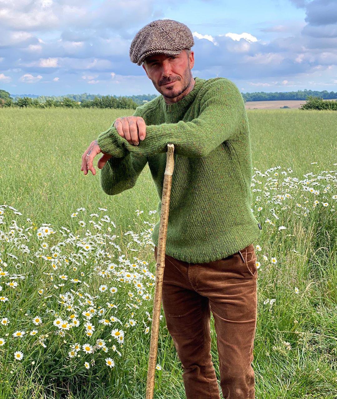 Bị bà xã chê bai ở khâu chọn mũ, David Beckham quyết tâm thay đổi phong cách, nhận về luôn 2 triệu lượt thả tim - Ảnh 1
