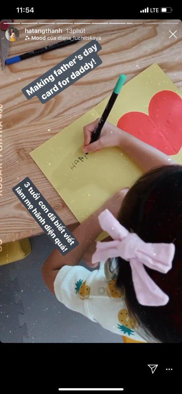 """Công chúa nhỏ nhà Hà Tăng mới 3 tuổi đã biết viết chữ và làm thiệp tặng bố khiến mẹ phải thốt lên: """"Hãnh diện quá"""" - Ảnh 1"""
