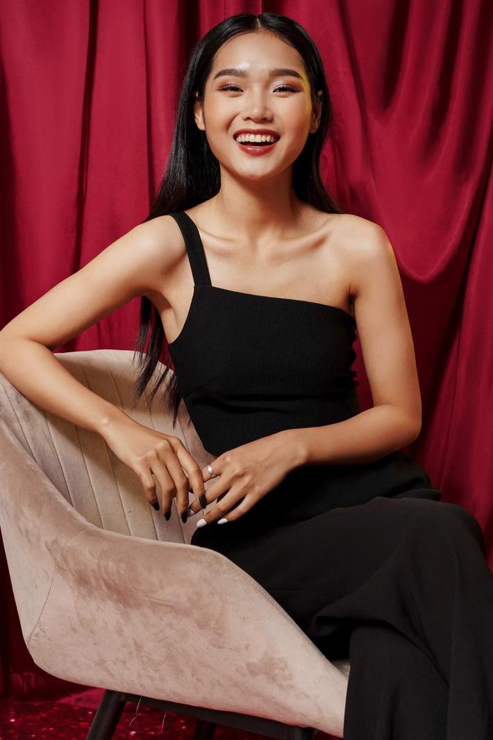 Học tập Jennie - Lisa, sao Việt thi nhau diện kiểu áo 'một mất một còn' khoe body sexy hết cỡ - Ảnh 10