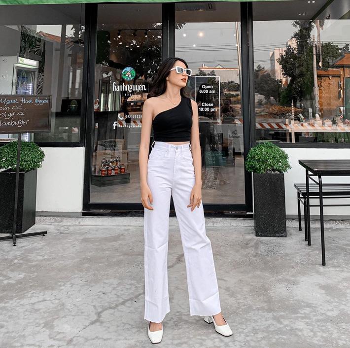 Học tập Jennie - Lisa, sao Việt thi nhau diện kiểu áo 'một mất một còn' khoe body sexy hết cỡ - Ảnh 12