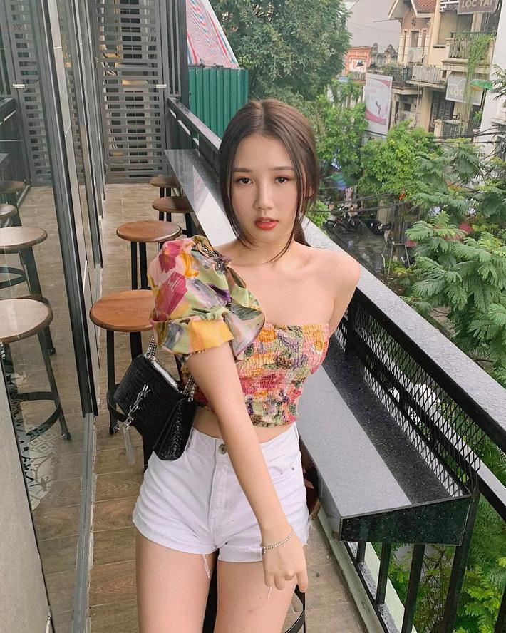 Học tập Jennie - Lisa, sao Việt thi nhau diện kiểu áo 'một mất một còn' khoe body sexy hết cỡ - Ảnh 7
