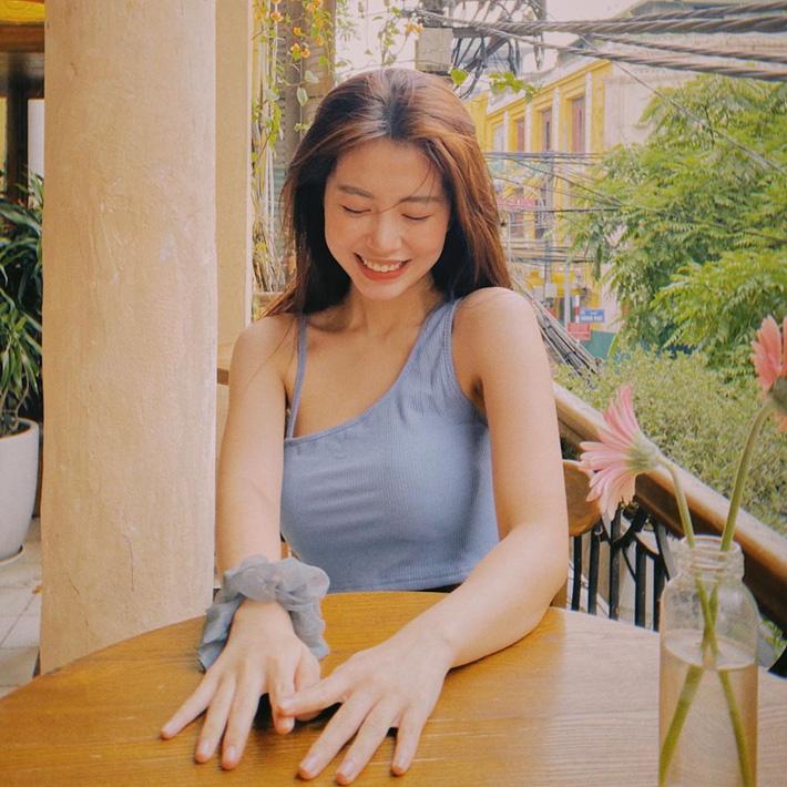 Học tập Jennie - Lisa, sao Việt thi nhau diện kiểu áo 'một mất một còn' khoe body sexy hết cỡ - Ảnh 9