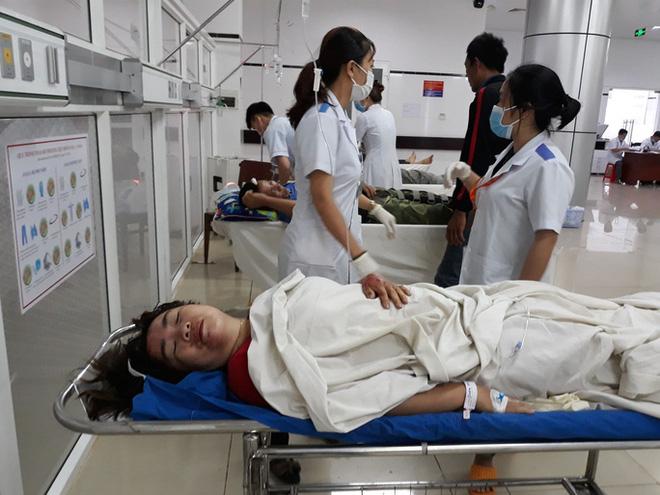 Tai nạn kinh hoàng ở Đắk Nông: Người bán bánh mì bị cuốn hẳn vào gầm xe, may mắn sống sót - Ảnh 1