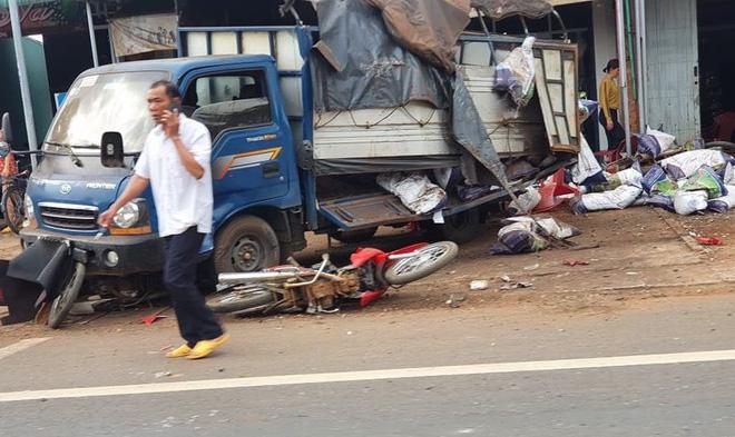 Tai nạn kinh hoàng ở Đắk Nông: Người bán bánh mì bị cuốn hẳn vào gầm xe, may mắn sống sót - Ảnh 3
