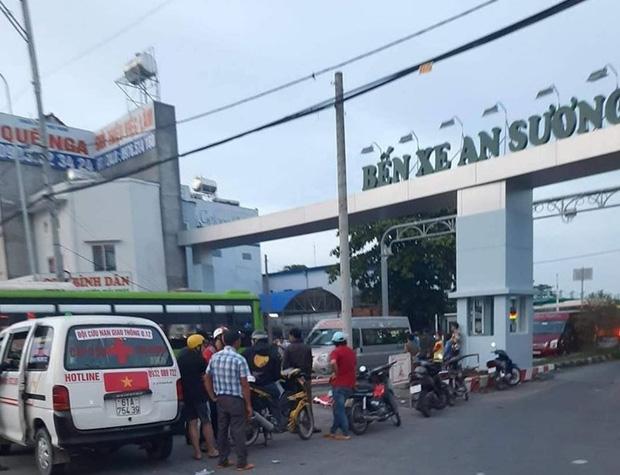 Truy bắt đối tượng đâm chết tài xế ô tô công nghệ trước cổng bến xe ở Sài Gòn - Ảnh 2