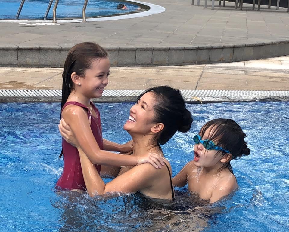 Hồng Nhung hé lộ cuộc sống của 2 con khi không có ba: 'Mẹ mệt rã, con thì hưng phấn không phanh' - Ảnh 4