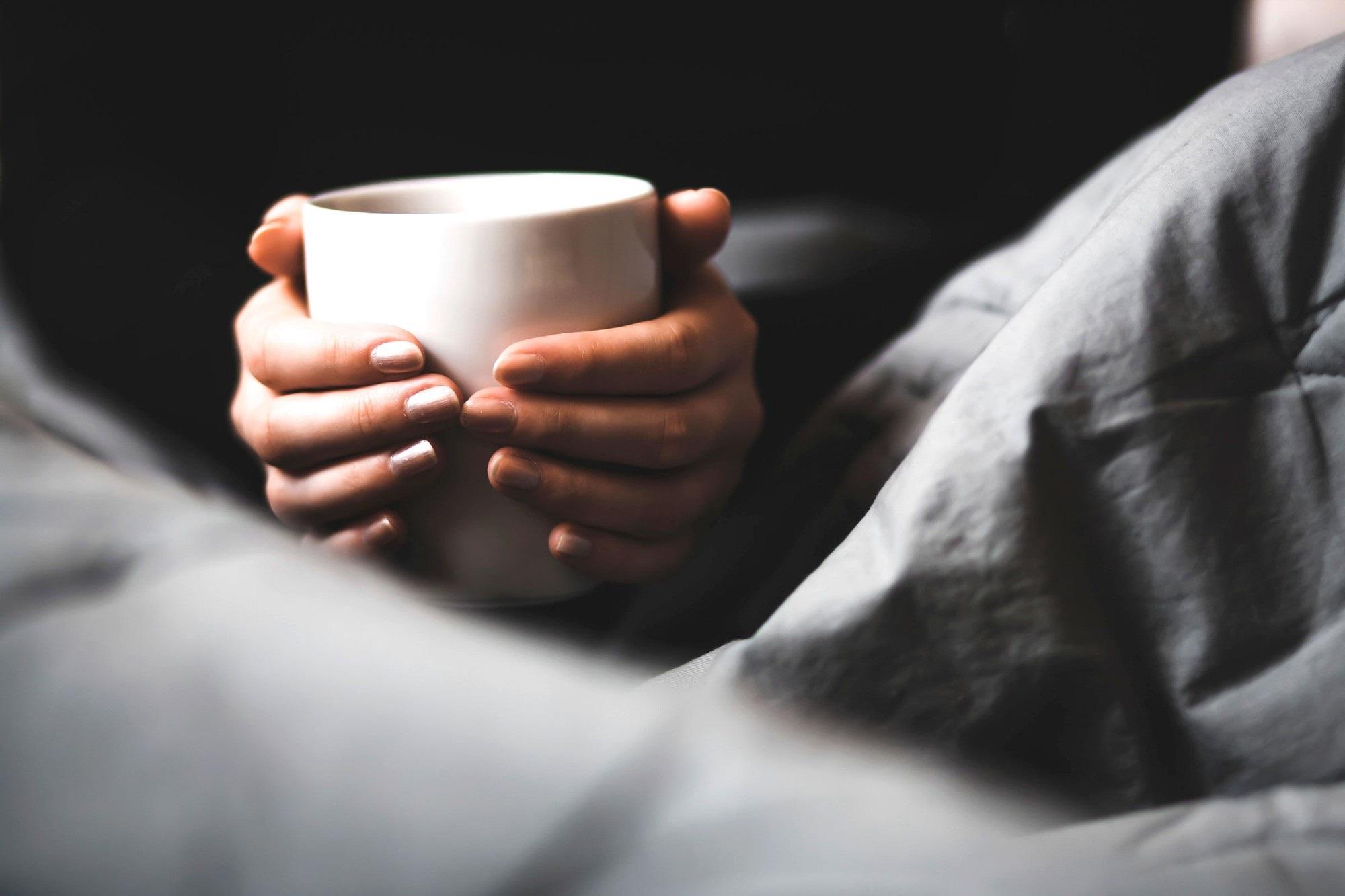Mất ngủ thường xuyên vì tình trạng tiểu đêm, tuyệt đối đừng chủ quan bỏ qua những nguyên nhân này - Ảnh 2