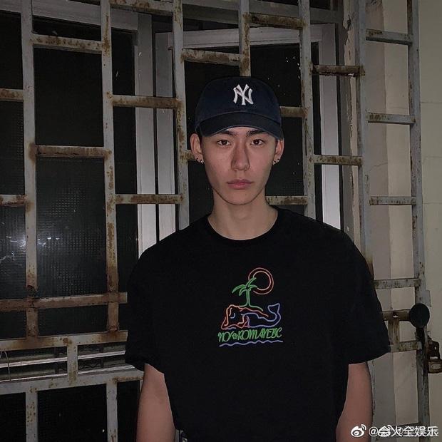 Drama ầm ĩ Weibo: Học trò Lisa lộ ảnh nhạy cảm với mẫu nam kém 6 tuổi, ngay lập tức bị 'bóc phốt' là tiểu tam - Ảnh 3