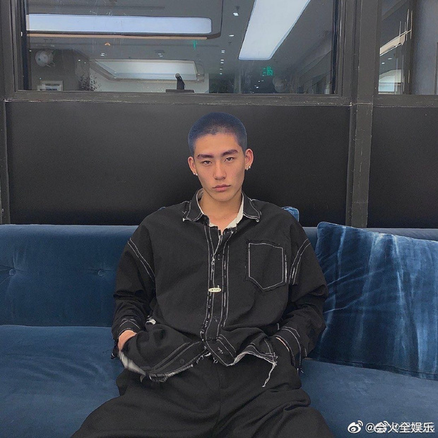 Drama ầm ĩ Weibo: Học trò Lisa lộ ảnh nhạy cảm với mẫu nam kém 6 tuổi, ngay lập tức bị 'bóc phốt' là tiểu tam - Ảnh 9