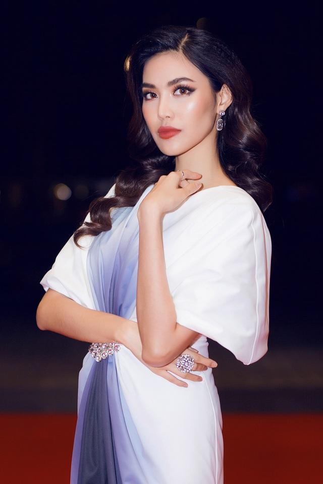 Hoa hậu rẽ ngang đi đóng phim: H'Hen Niê - Lan Khuê đẹp hết nấc vẫn chưa bằng Jolie Nguyễn diện toàn hàng hiệu, tự bỏ tiền túi mua váy áo - Ảnh 11