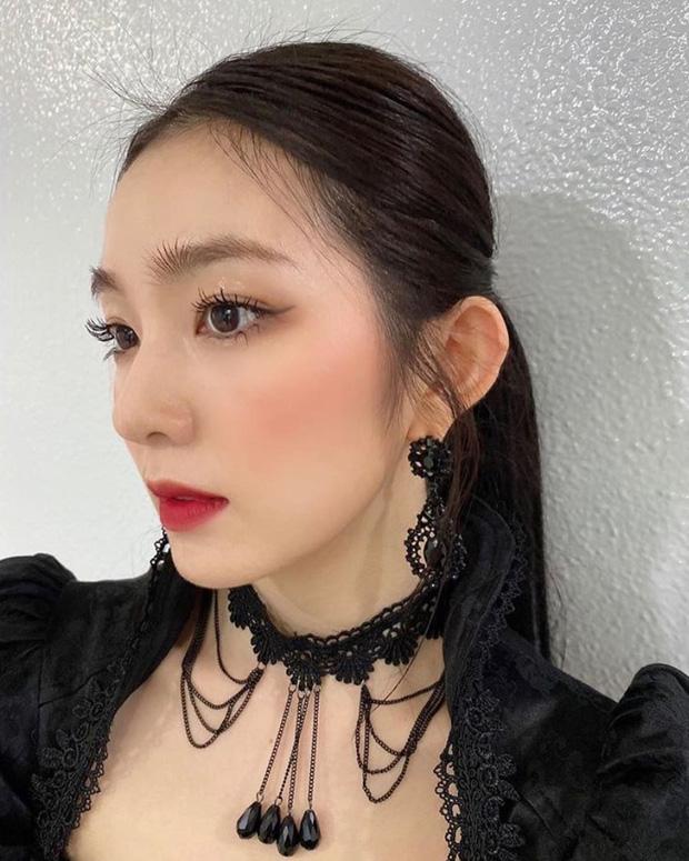 """Stylist Red Velvet """"lên tay"""": Chế áo cho Irene mặc sexy, quý tộc """"ăn đứt"""" người mẫu hãng - Ảnh 4"""