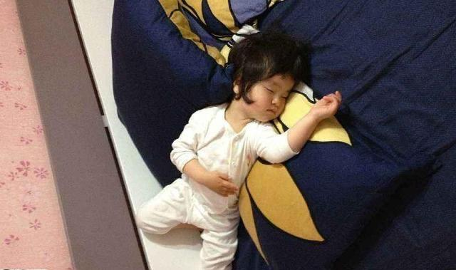 Tư thế ngủ cũng tiết lộ phần nào tính cách con trẻ, cùng xem con bạn ngủ theo kiểu nào nhé! - Ảnh 1