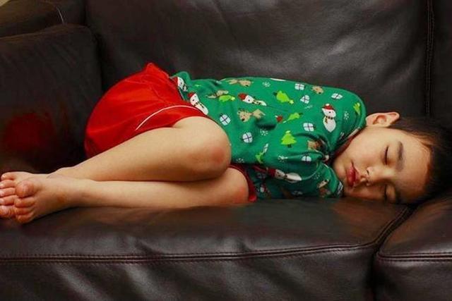Tư thế ngủ cũng tiết lộ phần nào tính cách con trẻ, cùng xem con bạn ngủ theo kiểu nào nhé! - Ảnh 2
