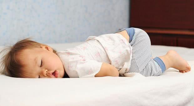 Tư thế ngủ cũng tiết lộ phần nào tính cách con trẻ, cùng xem con bạn ngủ theo kiểu nào nhé! - Ảnh 3