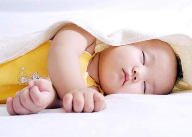 Tư thế ngủ cũng tiết lộ phần nào tính cách con trẻ, cùng xem con bạn ngủ theo kiểu nào nhé! - Ảnh 4