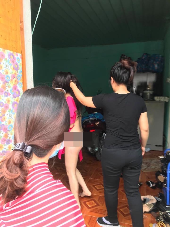 Cô gái trẻ bị đánh ghen cắt tóc, lột đồ lộ cả nội y vì nghi cặp kè với chồng người khác - Ảnh 3