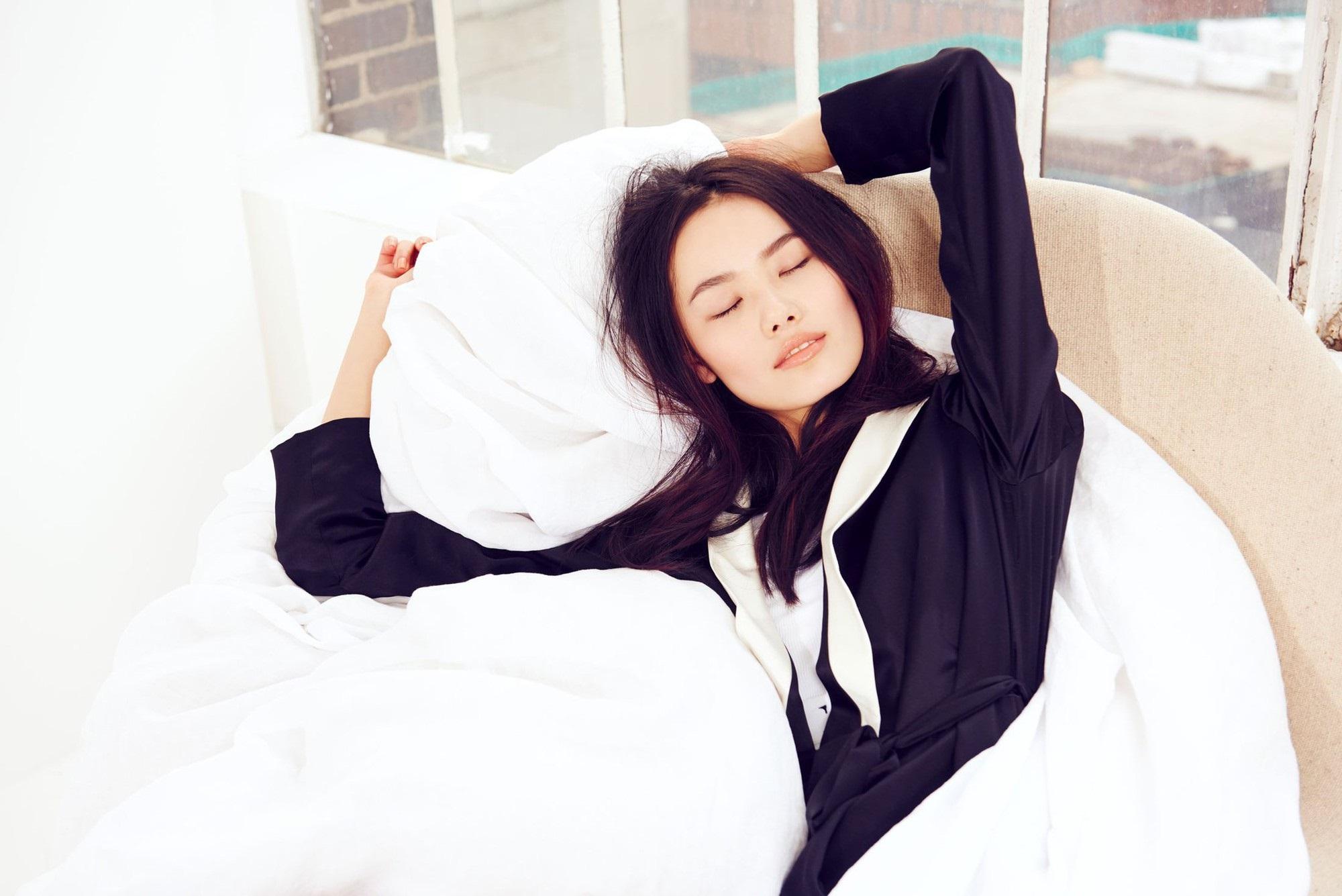 Ngủ cũng có thể khiến da đẹp lên trông thấy nếu bạn nắm được những bí quyết cực đơn giản này - Ảnh 1