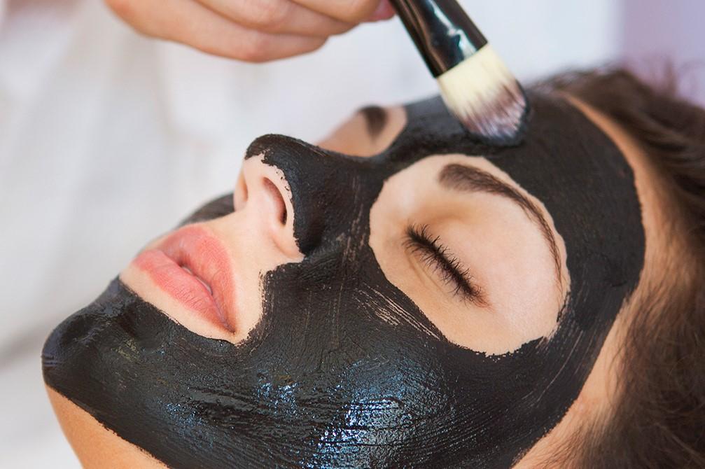 4 lợi ích làm đẹp khiến bạn nhất định phải sử dụng bột than hoạt tính - Ảnh 1