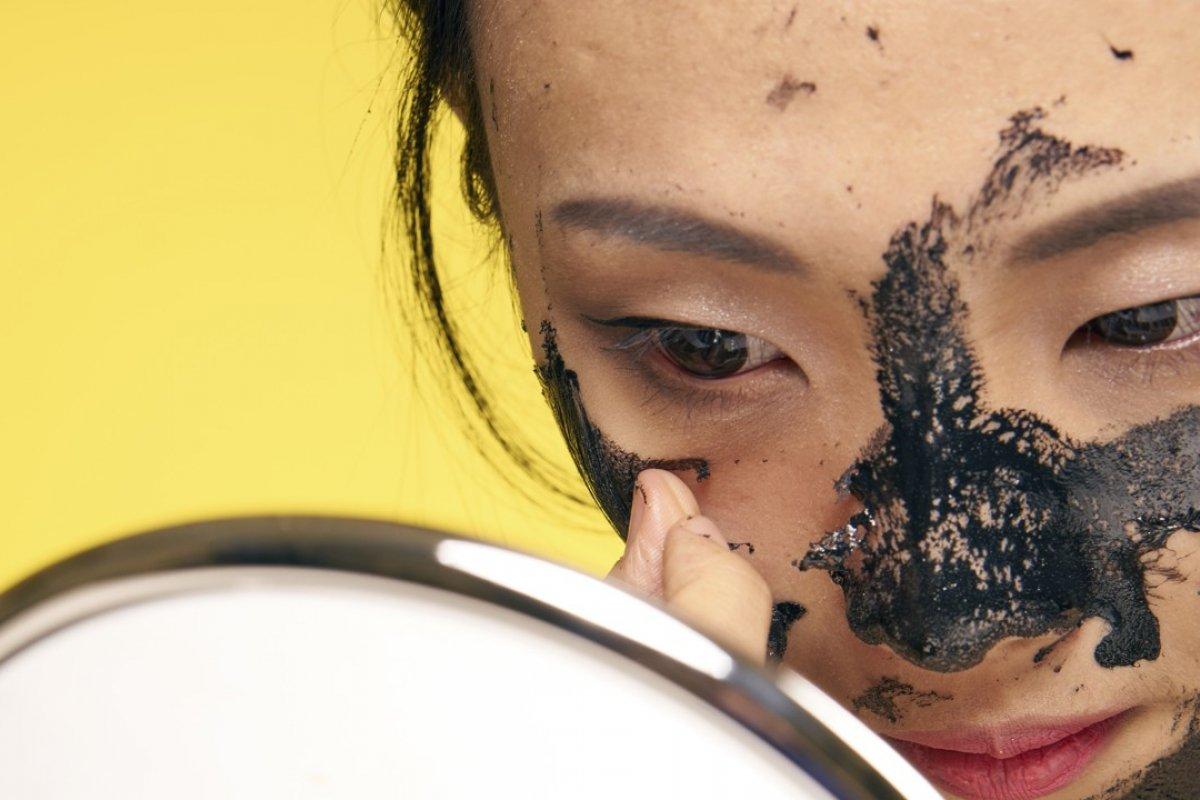 4 lợi ích làm đẹp khiến bạn nhất định phải sử dụng bột than hoạt tính - Ảnh 5