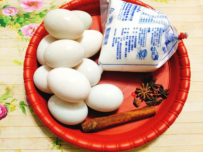 Trứng muối béo béo bùi bùi hóa ra lại dễ làm thế này - Ảnh 2