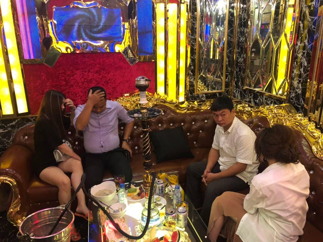 2 nữ tiếp viên bán dâm giá 4 triệu/lượt ở khách sạn trung tâm TP.HCM - Ảnh 2