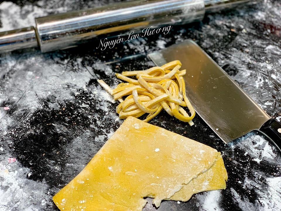 """Cách làm mì trứng không cần máy """"bất bại"""" với sợi mì dẻo dai thơm ngon khó cưỡng - Ảnh 3"""