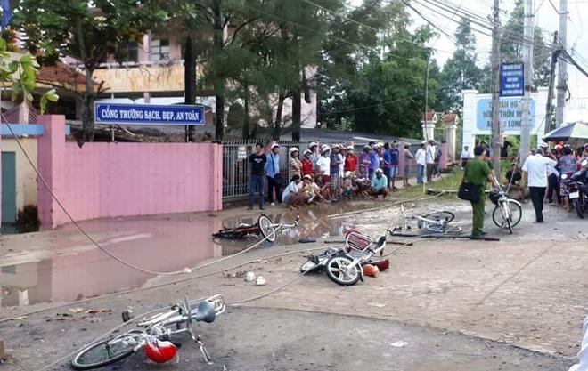 2 học sinh tử vong, 4 em bị thương vì điện giật trước cổng trường: Thương tâm cảnh phụ huynh gào khóc cầu cứu - Ảnh 2