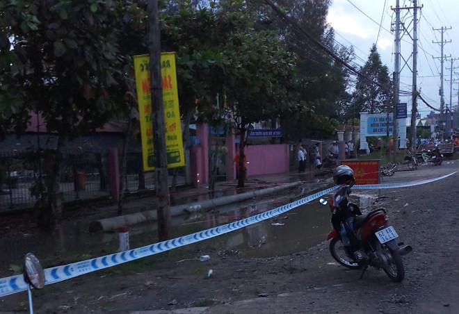 2 học sinh tử vong, 4 em bị thương vì điện giật trước cổng trường: Thương tâm cảnh phụ huynh gào khóc cầu cứu - Ảnh 4