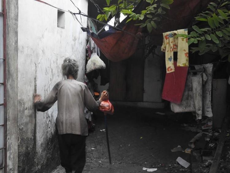 Bữa cơm nghẹn đắng của người mẹ 88 tuổi mù lòa và con gái điên dại: 'Tôi sắp chết rồi, chỉ mong con Hồng được trung tâm bảo trợ nhận nuôi' - Ảnh 2