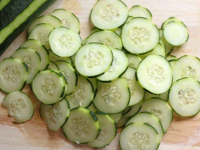 Chỉ mất 10 phút bạn có thể làm được món salad dưa chuột giòn ngon xuất sắc - Ảnh 2
