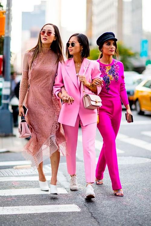 4 chiêu mặc màu hồng không lo sến - Ảnh 11