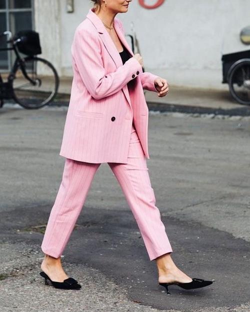 4 chiêu mặc màu hồng không lo sến - Ảnh 8