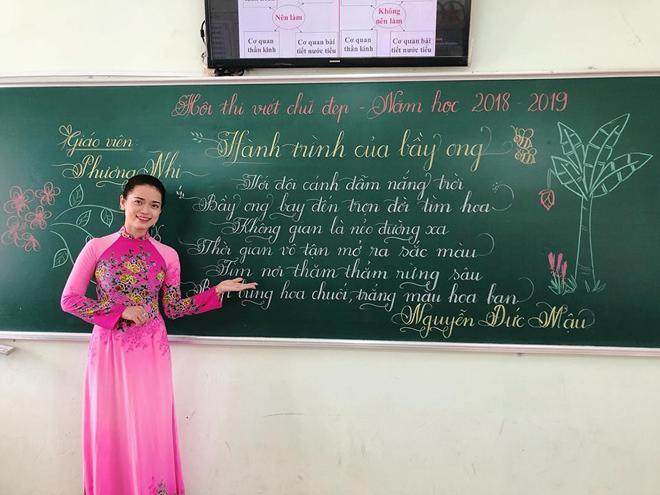 Lần đầu tiên xuất hiện thầy giáo có nét chữ 'rồng bay phượng múa', đẹp đến độ tưởng đúc từ khuôn - Ảnh 6