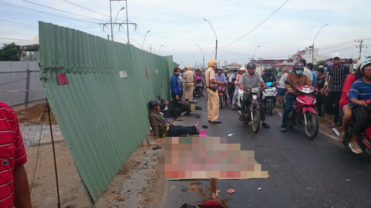 Gặp tai nạn thương tâm, chồng không chịu đi cấp cứu vì thương xác vợ vẫn nằm ở hiện trường - Ảnh 1