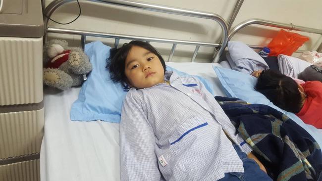 Câu hỏi nhói lòng của bé gái 6 tuổi mắc bệnh ung thư máu: 'Không vay được tiền, con sẽ chết phải không mẹ?' - Ảnh 6