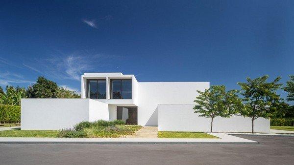 Độc đáo dinh thự trắng gần 1.000 m2 giữa thủ đô - Ảnh 1