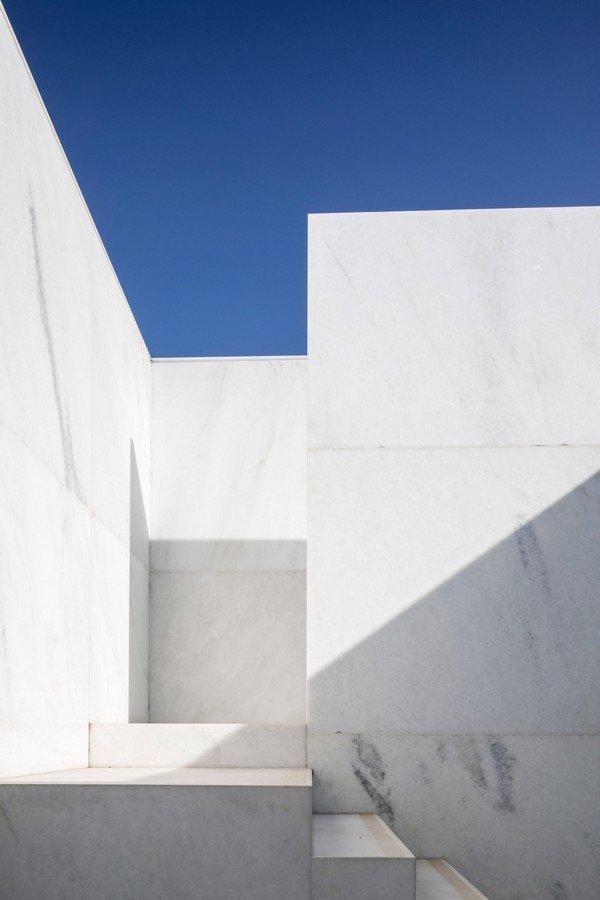 Độc đáo dinh thự trắng gần 1.000 m2 giữa thủ đô - Ảnh 7
